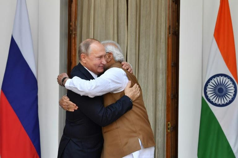 Indian Prime Minister Narendra Modi (R) made the deal with Russian President Vladimir Putin (L) in October, defying US warnings of sanctions on countries buying Russian military equipment