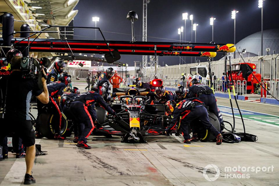 "Alex Albon, Red Bull Racing RB16, pits<span class=""copyright"">Steven Tee / Motorsport Images</span>"
