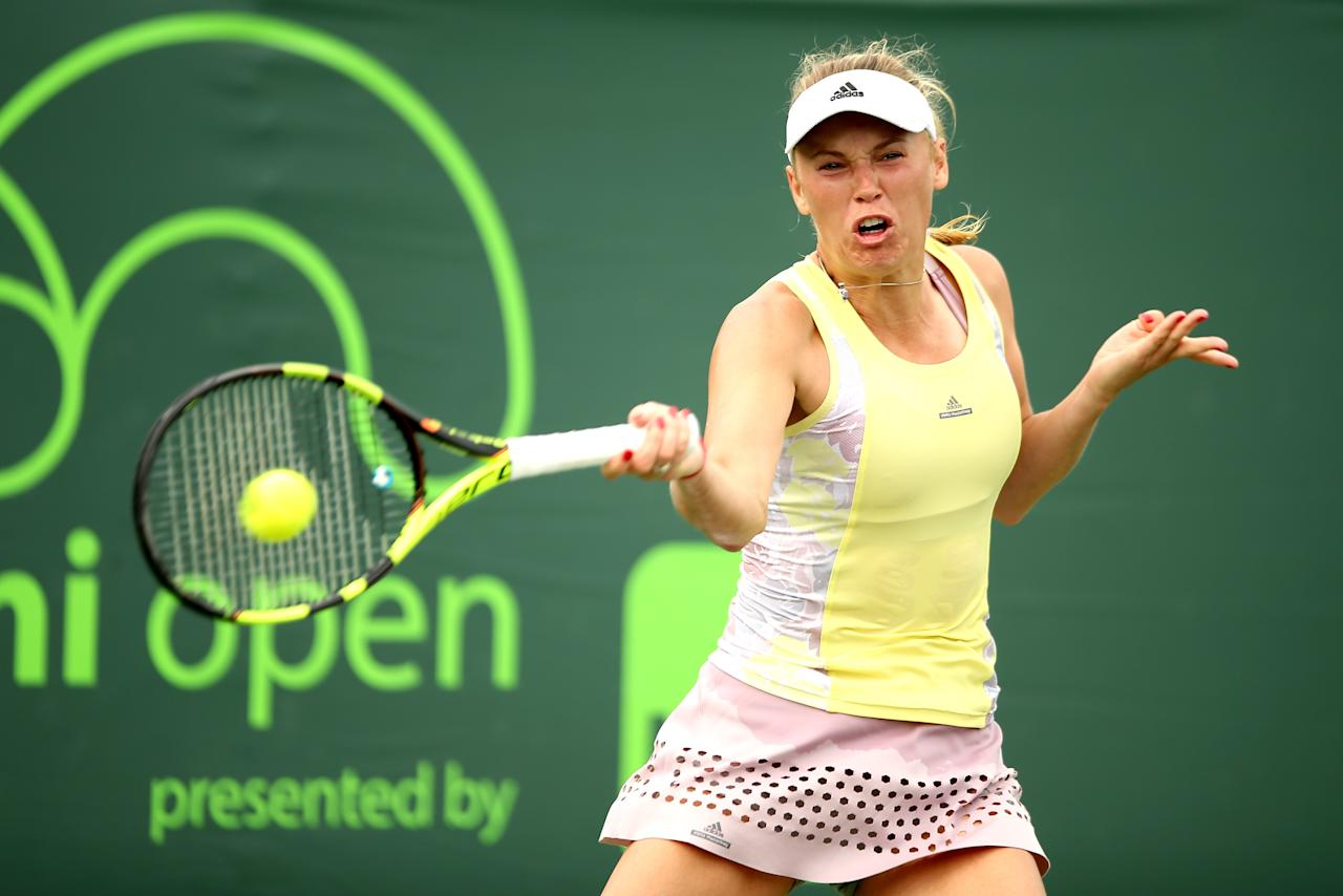 KEY BISCAYNE, FL - MARCH 24: Caroline Wozniacki of Denmark returns a shot to Vania King during the Miami Open presented by Itau at Crandon Park Tennis Center on March 24, 2016 in Key Biscayne, Florida. Matthew Stockman/Getty Images/AFPKEY BISCAYNE, FL - MARCH 24: Caroline Wozniacki of Denmark returns a shot to Vania King during the Miami Open presented by Itau at Crandon Park Tennis Center on March 24, 2016 in Key Biscayne, Florida. Matthew Stockman/Getty Images/AFP (AFP Photo/MATTHEW STOCKMAN)