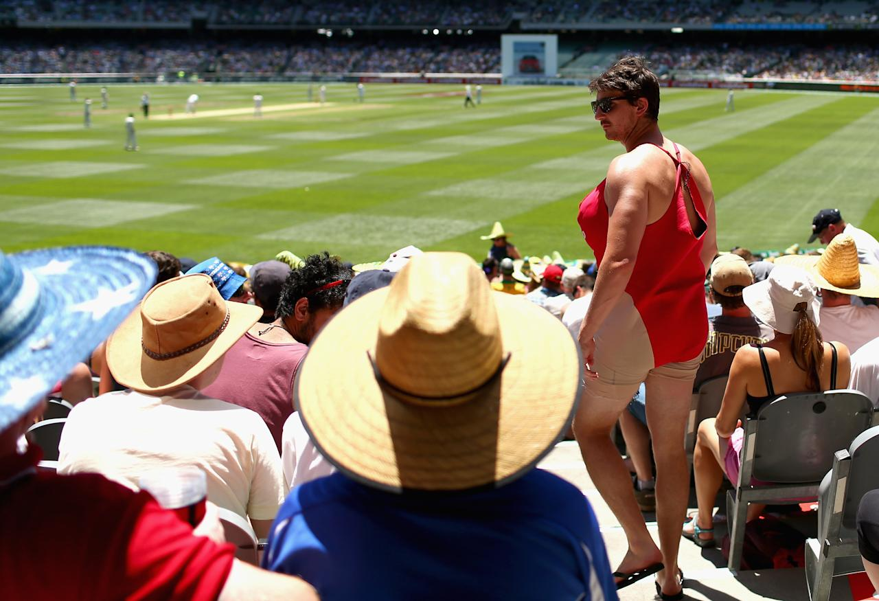 MELBOURNE, AUSTRALIA - DECEMBER 26:  A fan looks on during day one of the Second Test match between Australia and Sri Lanka at the Melbourne Cricket Ground on December 26, 2012 in Melbourne, Australia.  (Photo by Ryan Pierse/Getty Images)
