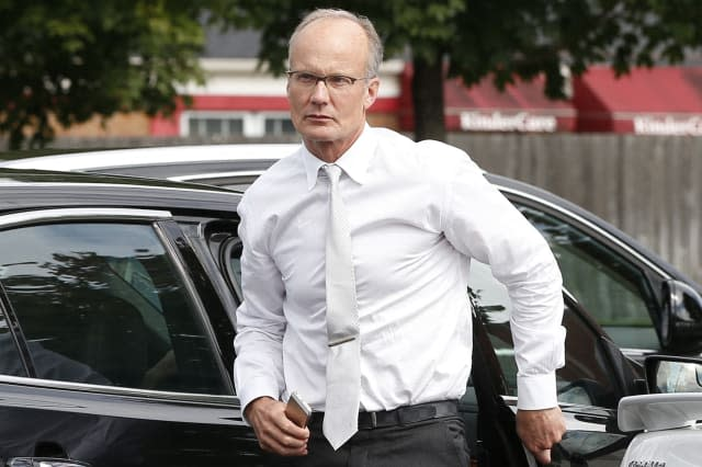 Cecil the lion killer Walter Palmer heckled as he returns to dentist work