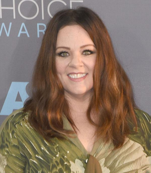 Another day, another new Hollywood 'do! Melissa McCarthy is the latest star to go for the chop, taking inches off her locks under the watchful hand of stylist Renato Campora...