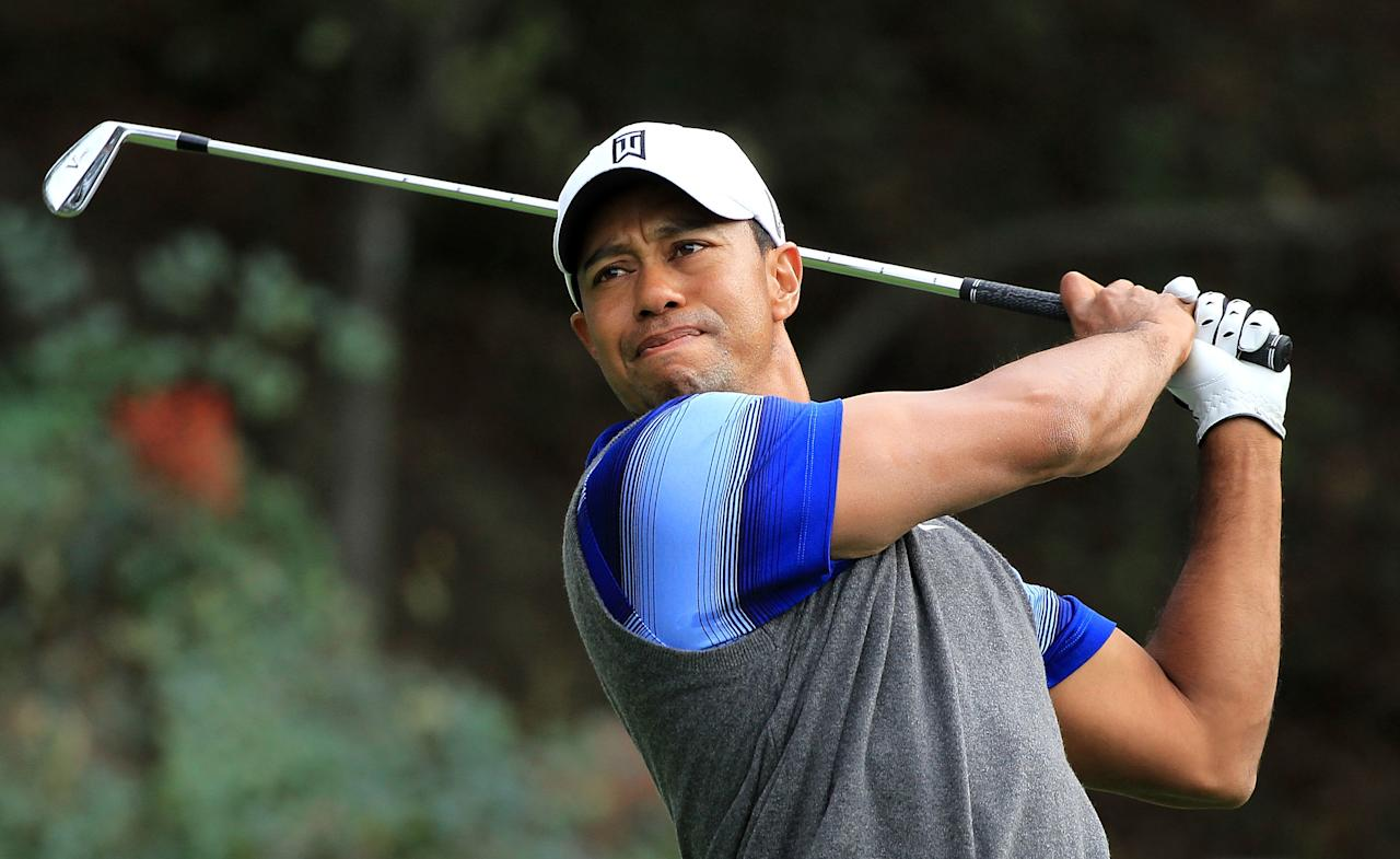 THOUSAND OAKS, CA - DECEMBER 02:  Tiger Woods watches a tee shot on the 18th hole during the second round of the Chevron World Challenge at Sherwood Country Club on December 2, 2011 in Thousand Oaks, California.  (Photo by Scott Halleran/Getty Images)