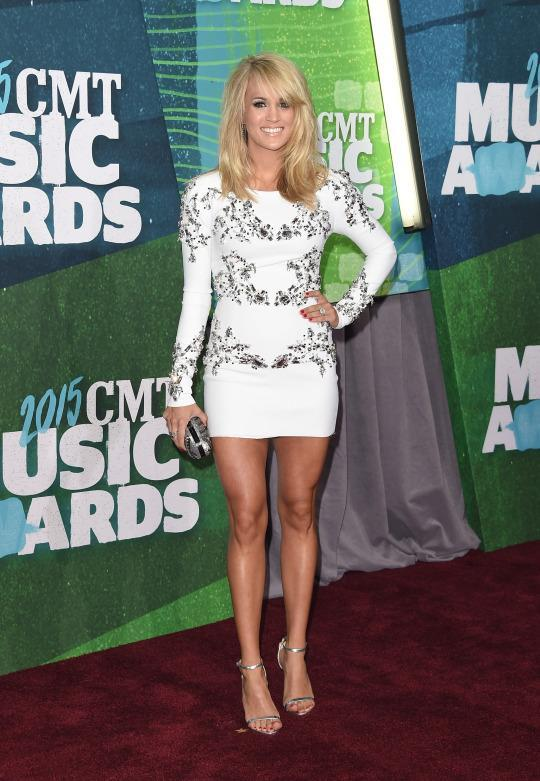 29013e207e412 E! Took Post-Baby Obsession Too Far Reporting Carrie Underwood Wore a Size  2 4 Dress