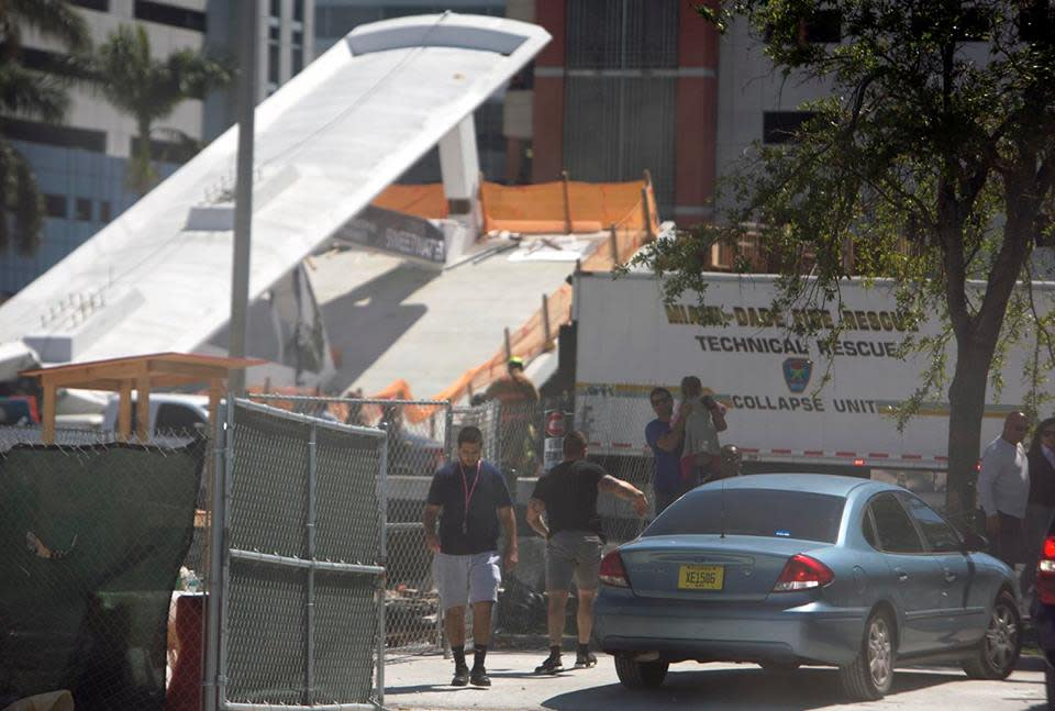 <p>People move away from the area where a pedestrian bridge connecting the Florida International University collapsed, Thursday, March 15, 2018 in the Miami area.<br />The brand-new pedestrian bridge collapsed onto a highway crushing at least five vehicles. Several people were seen being loaded into ambulances and authorities said they were searching for people. Photo from Roberto Koltun, The Miami Herald via AP. </p>