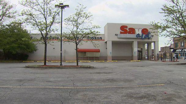 PHOTO: A permanently closed Savealot in Chicago's Auburn Gresham neighborhood. (ABC News)