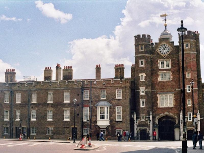 St_James's_Palace,_2001 st james palace london queen