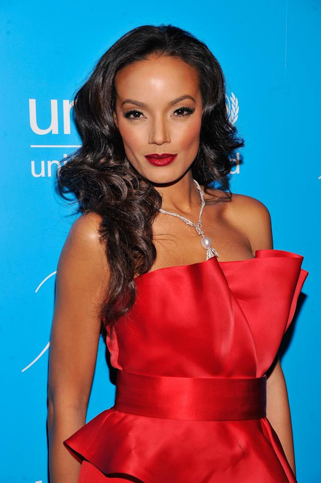 NEW YORK, NY - NOVEMBER 27:  Selita Ebanks attends the Unicef SnowFlake Ball at Cipriani 42nd Street on November 27, 2012 in New York City.  (Photo by Stephen Lovekin/Getty Images)