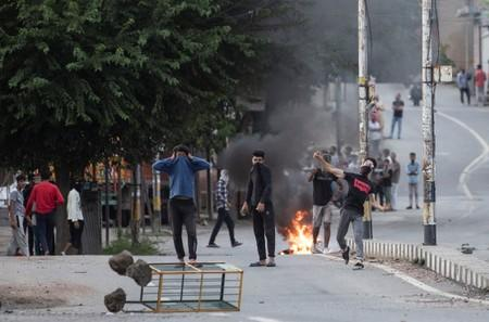 Some signs of normality return to Kashmir, but India's clampdown