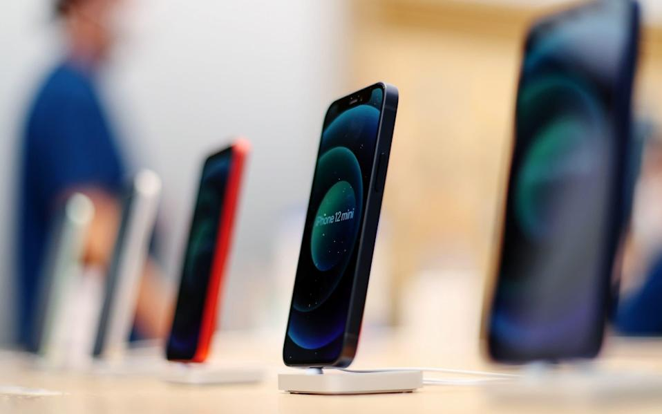 Carphone Warehouse Black Friday deals: Best 2020 offers on the iPhone 12 and Apple Airpods - Brendon Thorne/Bloomberg