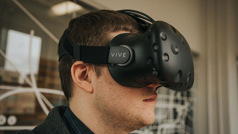 HTC and HP announce Vive headset and Envy desktop bundle for $1,500