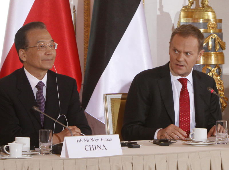 Polish Prime Minister Donald Tusk, right, speaks next to his Chinese counterpart Wen Jiabao, left, in Warsaw, Poland, Thursday, April 26, 2012, on the second day of Wen Jiabao's visit to Poland. (AP Photo/Czarek Sokolowski)