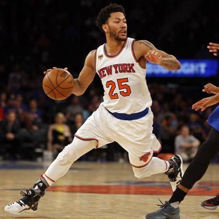 Mar 27, 2017; New York, NY, USA; New York Knicks guard Derrick Rose (25) drives to the basket against the Detroit Pistons during the second half at Madison Square Garden. Mandatory Credit: Adam Hunger-USA TODAY Sports