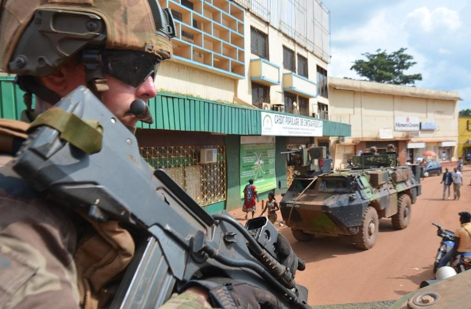 French soldiers, part of Operation Sangaris, patrol Bangui on May 20, 2015 (AFP Photo/Patrick Fort)