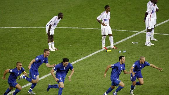 Italian players celebrate past French pl