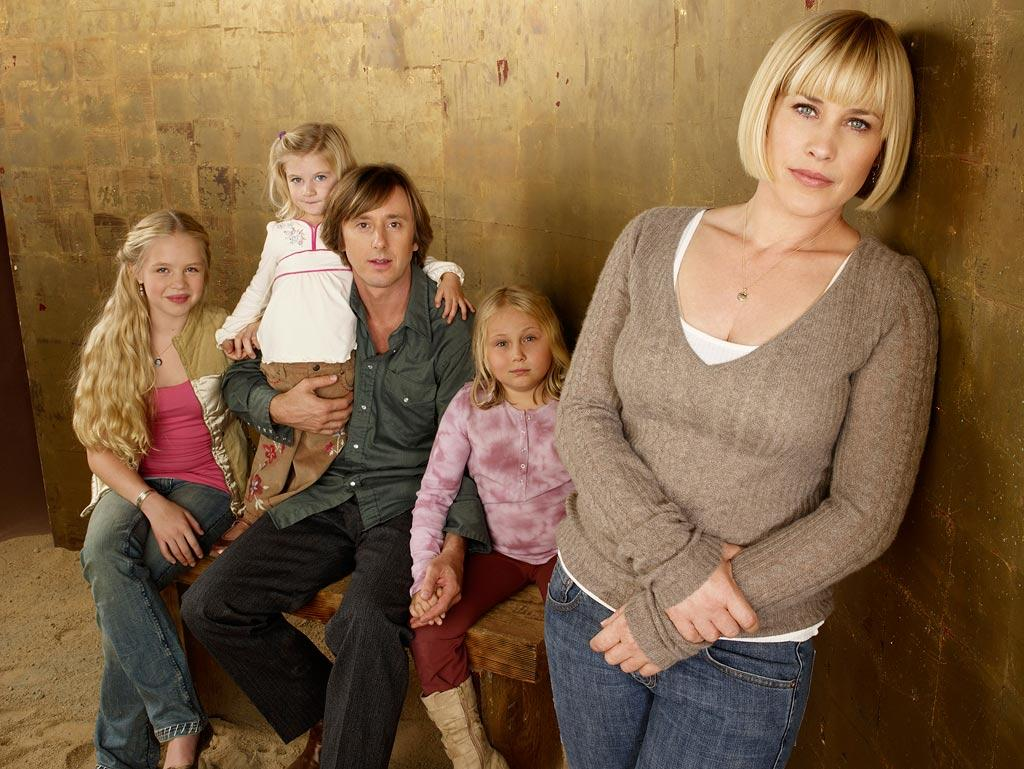 """<a href=""""/medium/show/36263"""">""""Medium,""""</a> a chilling drama series inspired by the real-life story of research medium Allison DuBois. Emmy winner Patricia Arquette  stars as a young wife and mother who, since childhood, has been struggling to make sense of her dreams and visions of dead people.  Allison is a strong-willed, devoted young wife and mother of three girls, who has gradually come to grips with her extraordinary ability to talk to dead people, see the future in her dreams and read people's thoughts. <a href=""""/medium/show/36263"""">Mondays at 10pm ET on NBC</a>"""