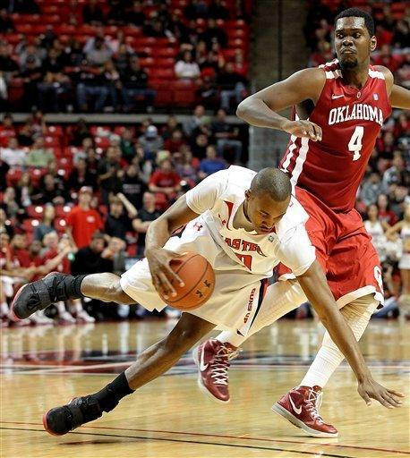 Texas Tech's Jaye Crockett, left, grabs a steal from Oklahoma's Andrew Fitzgerald during their NCAA college basketball game in Lubbock, Texas, Saturday, Feb. 11, 2012. (AP Photo/Lubbock Avalanche-Journal, Zach Long) ALL LOCAL TV OUT