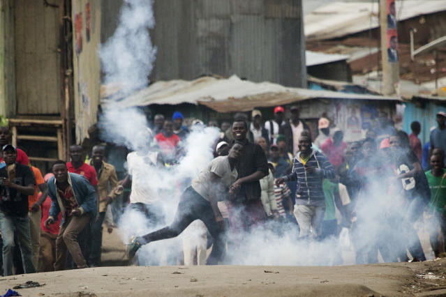 <p>Supporters of Kenyan opposition leader and presidential candidate Raila Odinga throw back a tear gas canister at Kenyan security forces in the Mathare slum of Nairobi Wednesday , Aug. 9, 2017. (Photo: Jerome Delay/AP) </p>