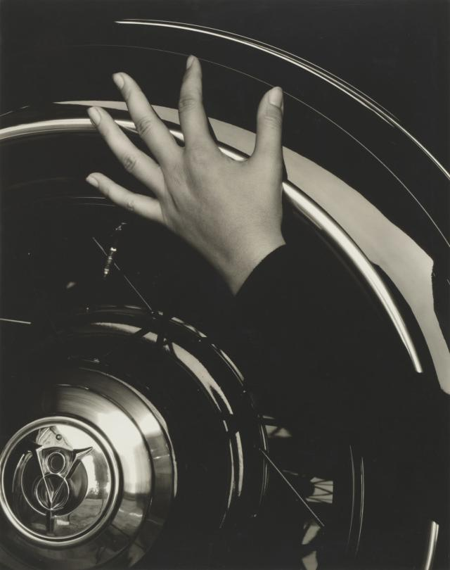 <p>Georgia O'Keeffe — hand and wheel, 1933. (Photo: The Cleveland Museum of Art, Gift of Cary Ross, Knoxville, Tenn., 1935.99.) </p>