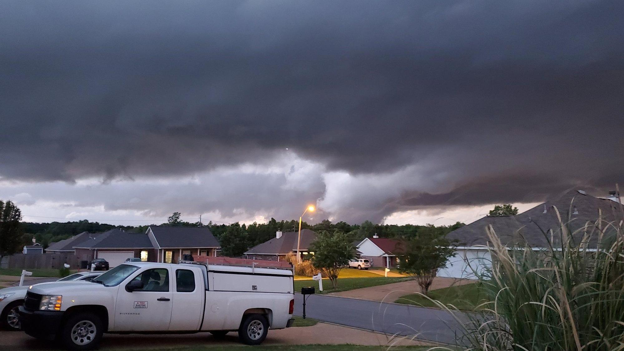 Tornado warning issued in Atlanta as severe weather batters the South thumbnail