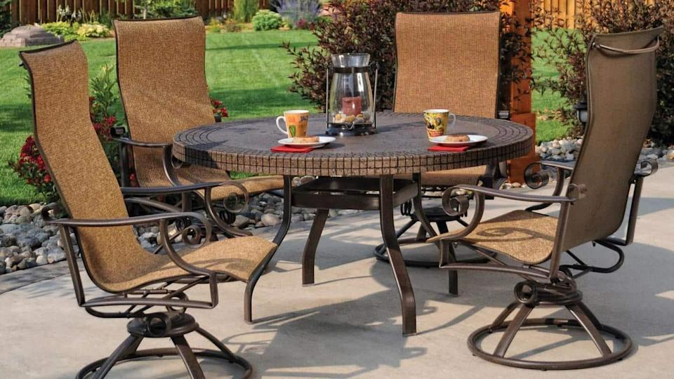 Tips to clean wrought iron and steel furniture at home