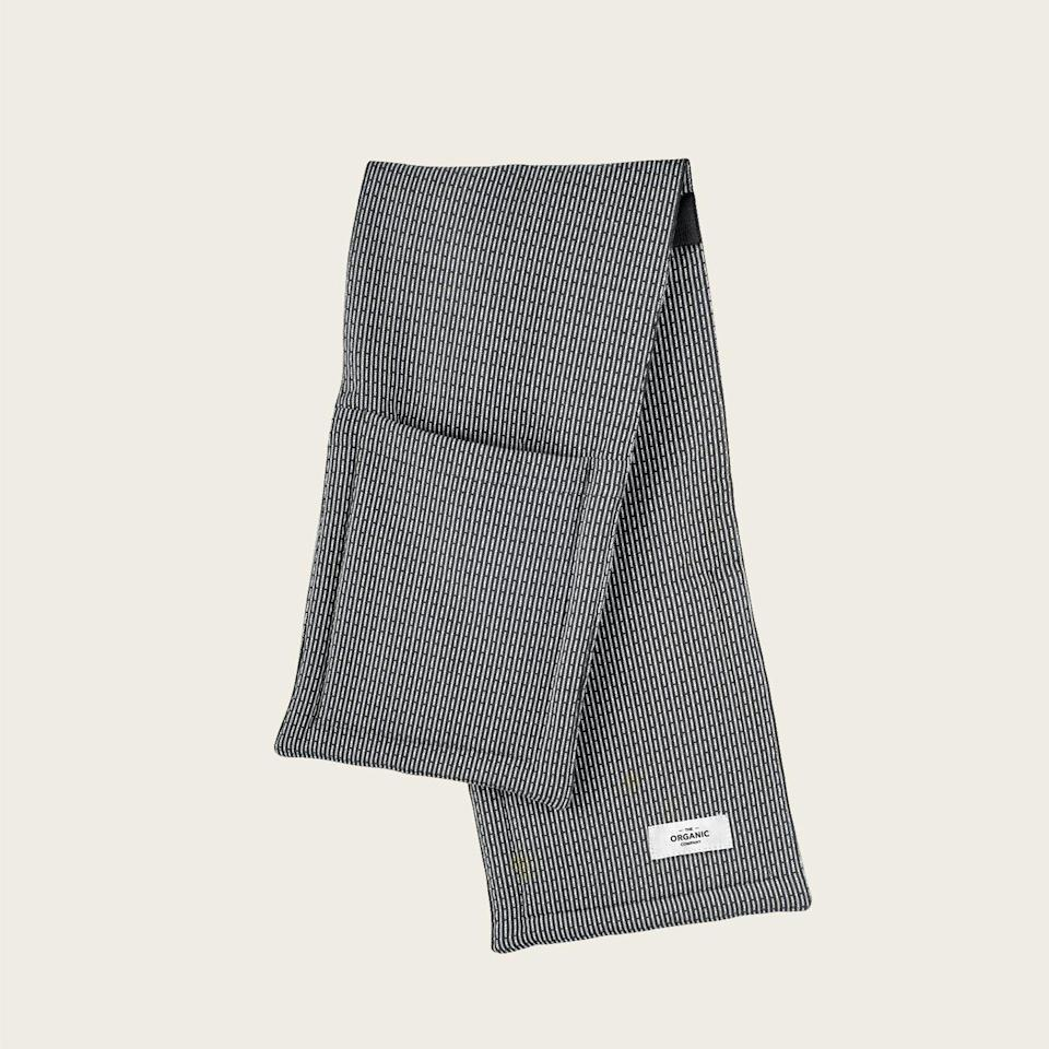 """<p>goodeeworld.com</p><p><strong>$45.00</strong></p><p><a href=""""https://www.goodeeworld.com/collections/gifts-under-50/products/oven-gloves-evening-grey"""" rel=""""nofollow noopener"""" target=""""_blank"""" data-ylk=""""slk:BUY NOW"""" class=""""link rapid-noclick-resp"""">BUY NOW</a></p><p>Forget traditional oven mitts and pot holders. These ethically made oven gloves protect your arms and hands from burns and give you a better grip on hot dishes. </p>"""