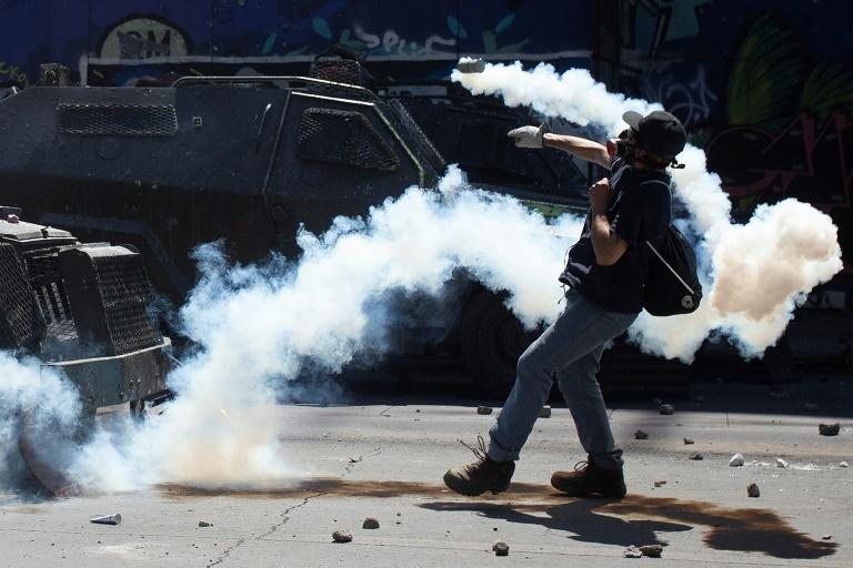 Demonstrators have clashed repeatedly with riot police in Santiago, Chile (AFP Photo/CLAUDIO REYES)