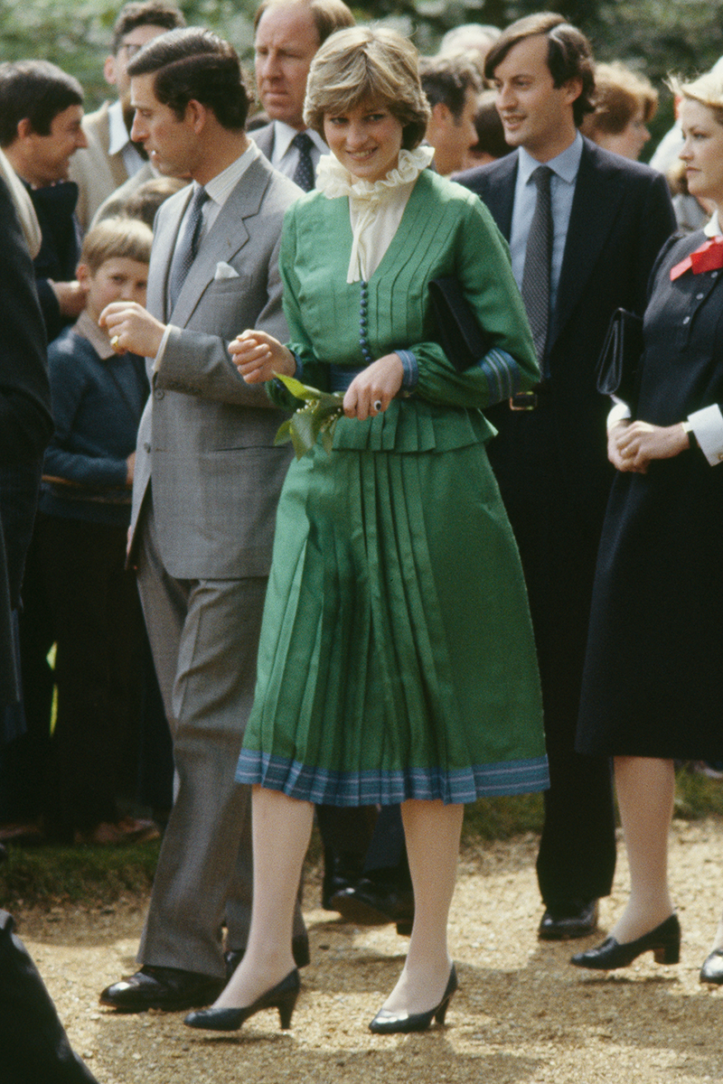 <p>Diana sure loved a statement collar and this pleated look, worn for a trip to Hampshire, is a case in point.</p>