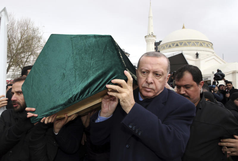 "Turkey's President Recep Tayyip Erdogan, center, carries a coffin as he joins hundreds of mourners who attend the funeral prayers for nine members of Alemdar family killed in a collapsed apartment building, in Istanbul, Saturday, Feb. 9, 2019. Erdogan says there are ""many lessons to learn"" from the collapse of a residential building in Istanbul where at least 17 people have died.(Presidential Press Service via AP, Pool)"
