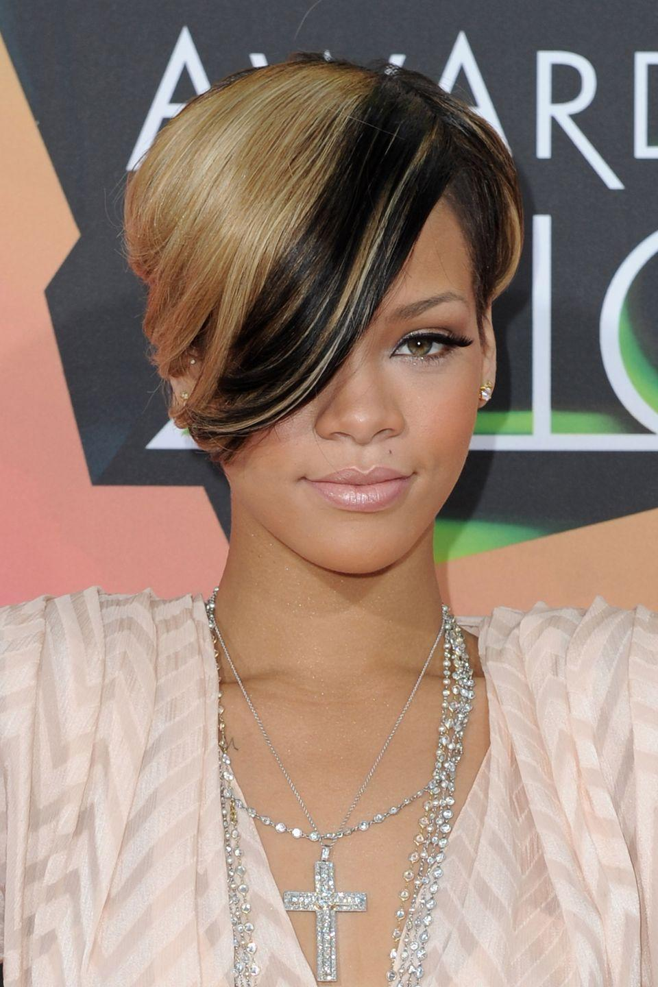 <p>Rihanna rocks two-tone hair in the coolest way possible.</p>