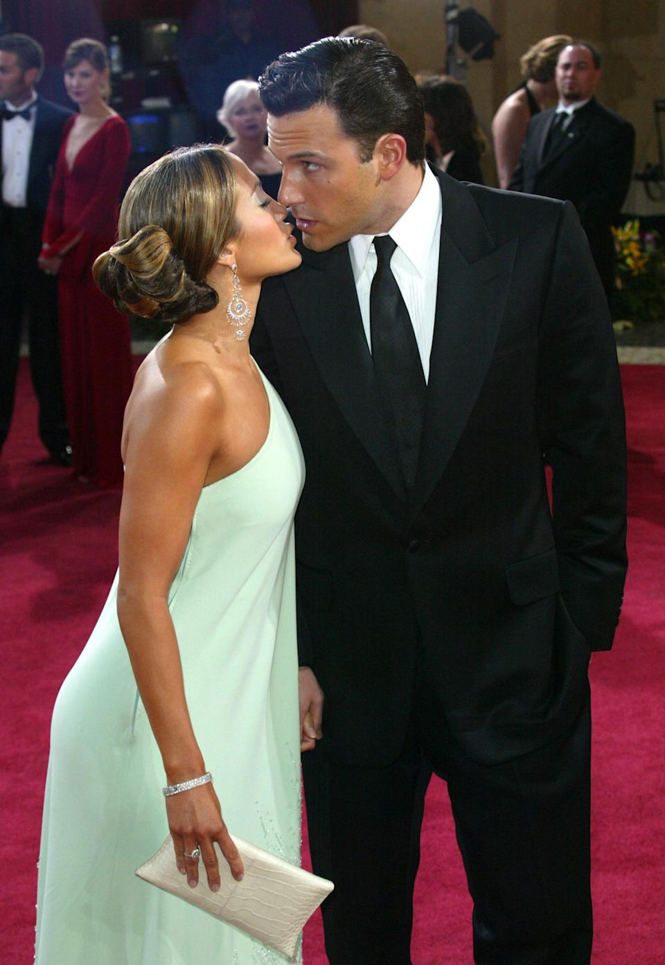 Jennifer Lopez and Ben Affleck kissing on the red carpet of the 2003 Oscars.