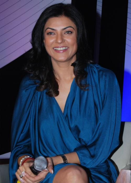 <b>Sushmita Sen: (Arched brows) </b><br>Sushmita's grooming lessons are always in place! The pink lips and the wavy hair-do suit her perfectly, but her eyebrows need some makeover. The eye brows have a sharp arch, which increases its distance from the eyes. If she could keep the curve a little blunt, the diva would just look prim and perfect.