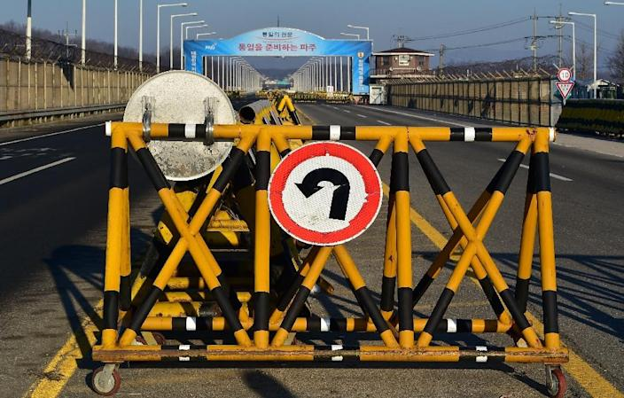 A barricade is set on the road leading to North Korea's Kaesong joint industrial complex at a South Korean military checkpoint (AFP Photo/JUNG YEON-JE)