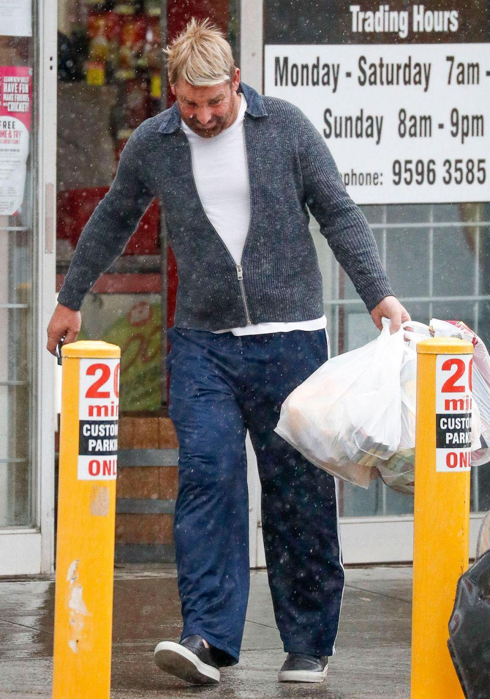 He certainly had his hands full thanks to several bags from the supermarket. Source: Media Mode