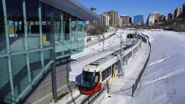 An LRT train near Pimisi station just west of downtown Ottawa in February 2021. Ongoing service issues with the Confederation Line led the city to withhold millions in payments and thus, to a legal dispute with RTG. (Hugo Belanger/Radio-Canada - image credit)