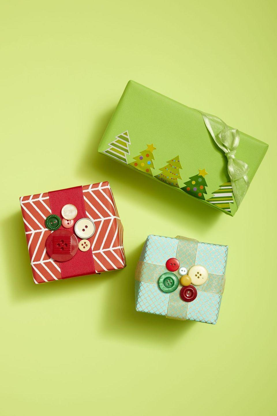 <p>Yes, you can hot glue buttons right on top of gift-wrapping for an impressive presentation. </p>
