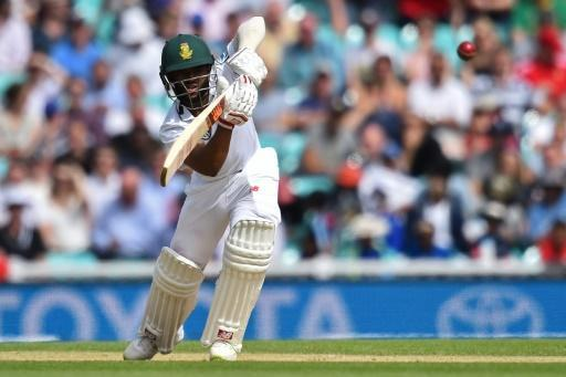 Jennings rides his luck as England extend third Test lead