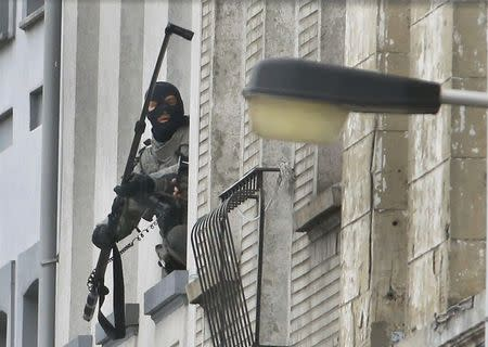 Belgian police use an extended camera to look into an apartment as they stage a raid, in search of suspected muslim fundamentalists linked to the deadly attacks in Paris, in the Brussels suburb of Molenbeek, November 16. 2015. REUTERS/Yves Herman