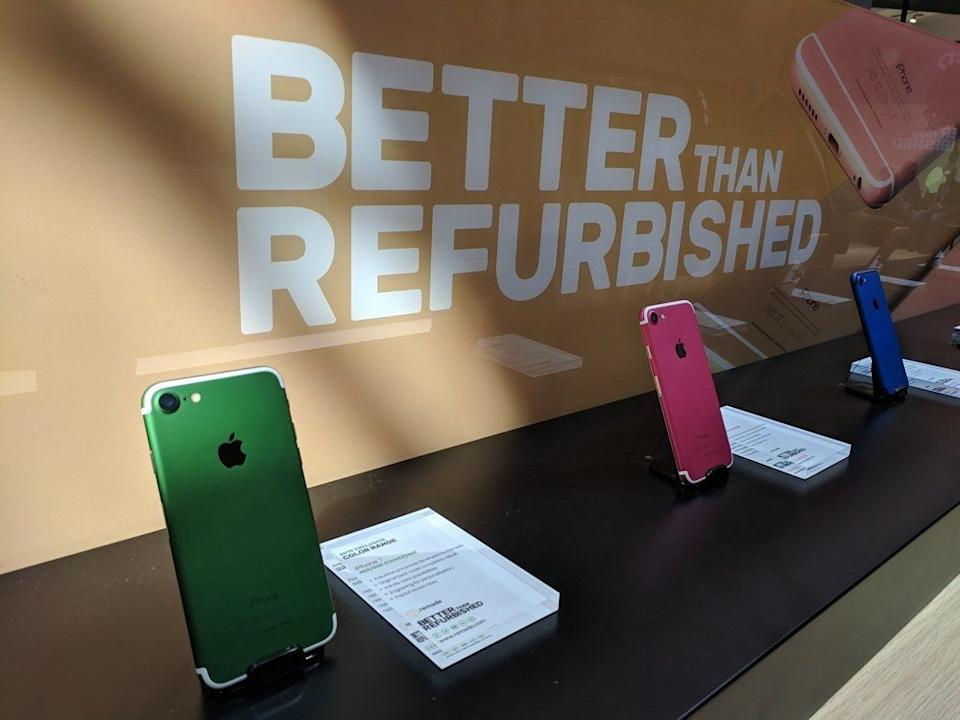 These refurbished iPhones were among the many low-cost handsets at Mobile World Congress. (image: Rob Pegoraro)