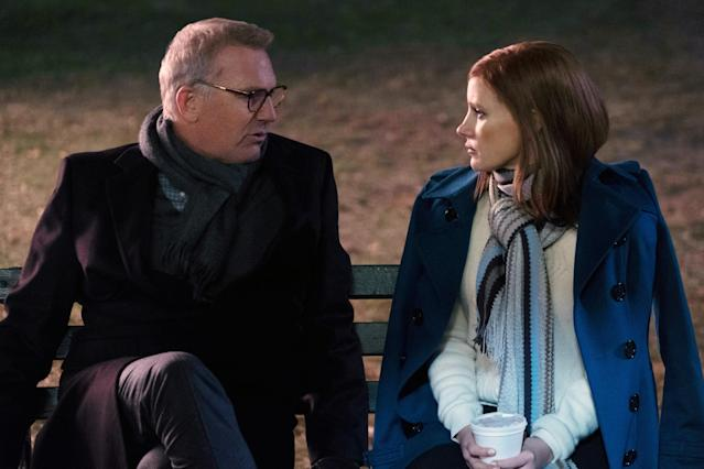 Kevin Costner and Chastain in the pivotal park bench scene in <em>Molly's Game.</em>(Photo: Linda Kallerus/STX Entertainment/Courtesy Everett Collection)