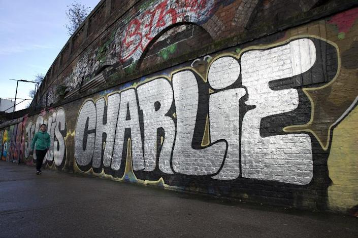 A graffiti that reads 'Je suis Charlie' (I am Charlie) is seen in east London on January 10, 2015 (AFP Photo/Justin Tallis)