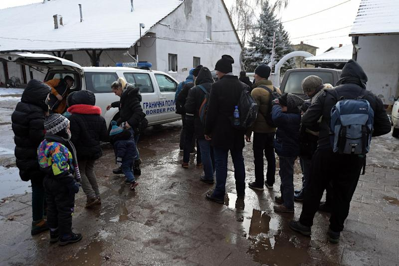Kosovo Albanians arrive at a police station after being arrested as they tried to illegally cross the border near the northern Serbian city of Subotica, close to the Hungarian border, on February 9, 2015 (AFP Photo/Andrej Isakovic)
