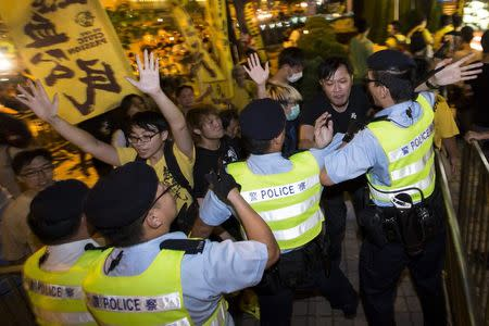 Pro-democracy activists clash with the police during a protest outside the hotel where China's National People's Congress (NPC) Standing Committee Deputy General Secretary Li Fei is staying, in Hong Kong September 1, 2014. REUTERS/Tyrone Siu