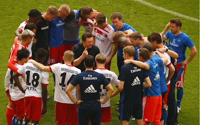Soccer Football - Bundesliga - Hamburger SV v Borussia Moenchengladbach - Volksparkstadion, Hamburg, Germany - May 12, 2018 Hamburg coach Christian Titz in a huddle with the players at the end of the match REUTERS/Morris Mac Matzen DFL RULES TO LIMIT THE ONLINE USAGE DURING MATCH TIME TO 15 PICTURES PER GAME. IMAGE SEQUENCES TO SIMULATE VIDEO IS NOT ALLOWED AT ANY TIME. FOR FURTHER QUERIES PLEASE CONTACT DFL DIRECTLY AT + 49 69 650050