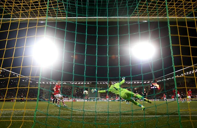 THE HAGUE, NETHERLANDS - OCTOBER 03: David De Gea of Manchester United dives to save the ball during the UEFA Europa League group L match between AZ Alkmaar and Manchester United at ADO Den Haag on October 03, 2019 in The Hague, Netherlands. (Photo by Bryn Lennon/Getty Images)