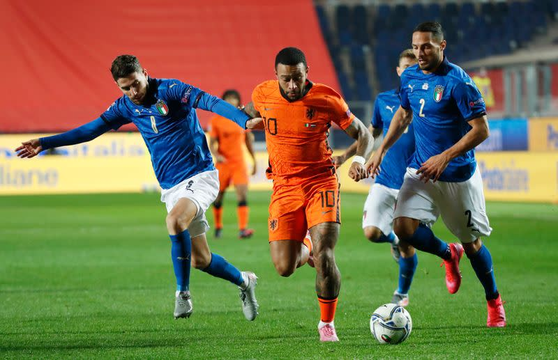 Italy extend unbeaten run with Dutch draw but lose top spot