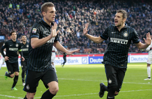 Inter Milan's Nemanja Vidic celebrates scoring his first goal for the Italian side since his move from Manchester United (AFP Photo/Emilio Andreoli)