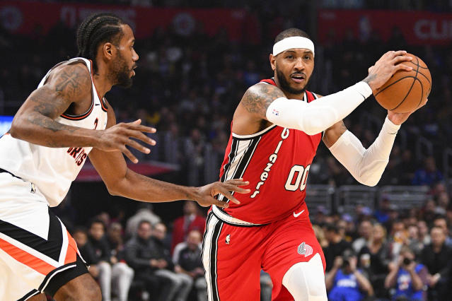 Clippers forward Kawhi Leonard defends Carmelo Anthony on Tuesday night. (Photo by Brian Rothmuller/Icon Sportswire via Getty Images)