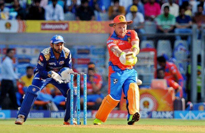 IPL 10: McCullum, Karthik take Gujarat Lions to 176/4 vs Mumbai Indians