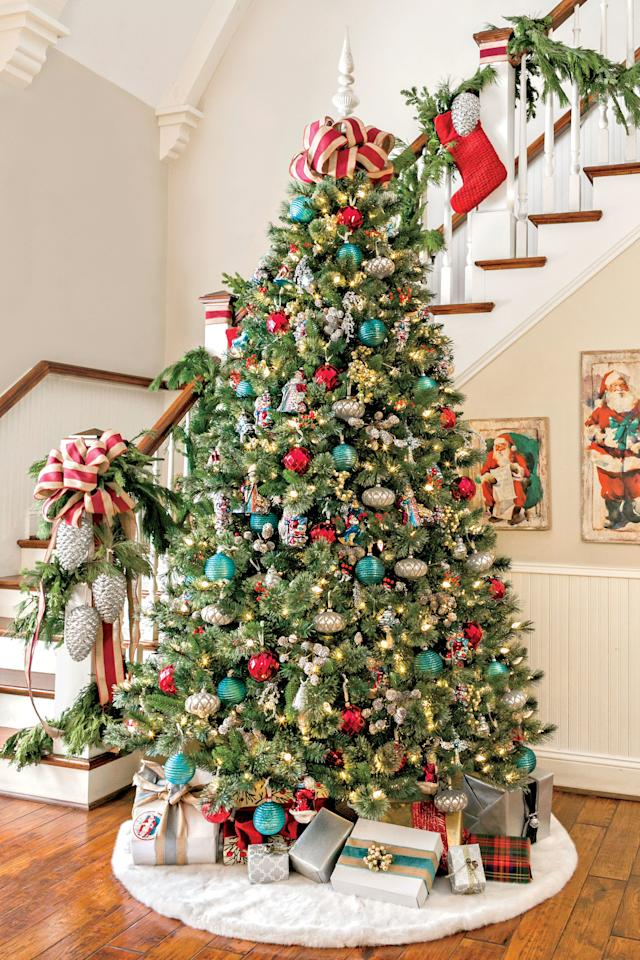 <p>Feeling nostalgic this season? Give your tree a retro feel with trimmings–including ornaments, ribbon, garland, décor, and more. </p>